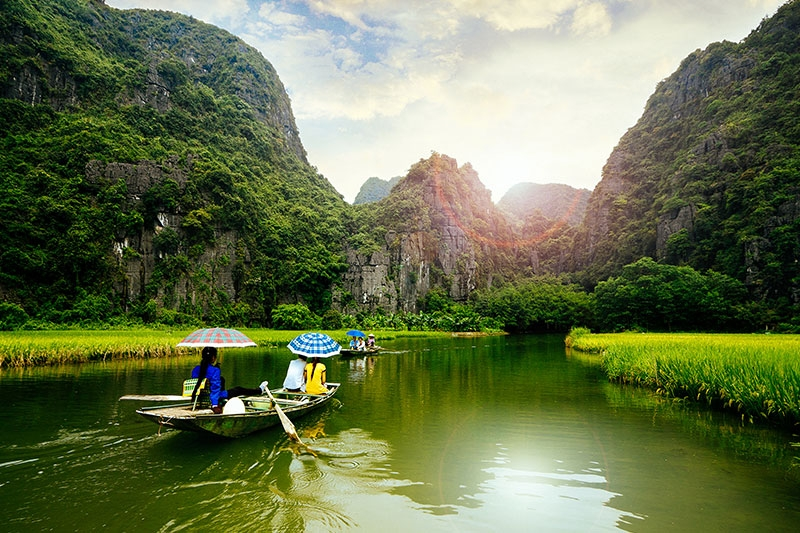 describe about vietnam Sapa travel guide with the best attractions, reviews, photos, map, weather, hotels and budget tips.
